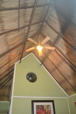Cahal Pech Village Resort: ceiling in cabana