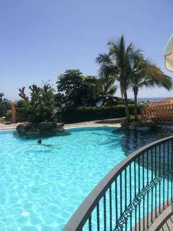 Bahía del Duque: One of the many swimming pools