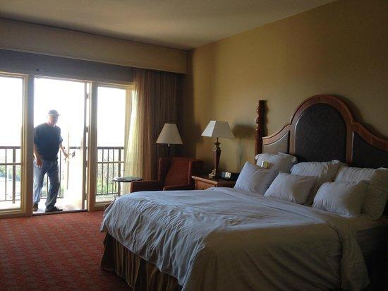Marriott Shoals Hotel & Spa: comfy bed