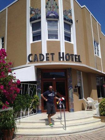 Cadet Hotel: ingresso hotel