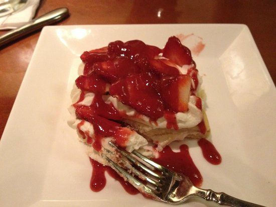 Marriott Shoals Hotel & Spa: Wonderful strawberry cake