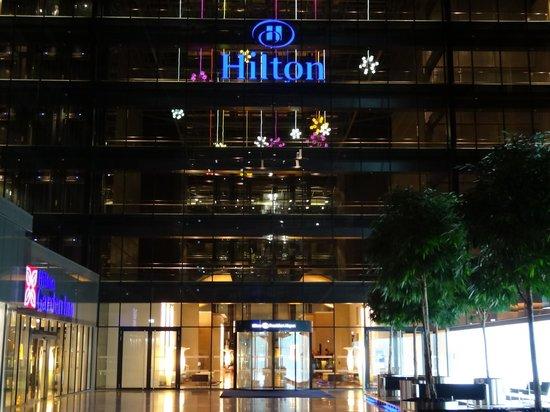 Hilton Frankfurt Airport Hotel: Entrée nuit