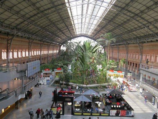 Estación de Atocha: Panoramica della stazione dal primo piano