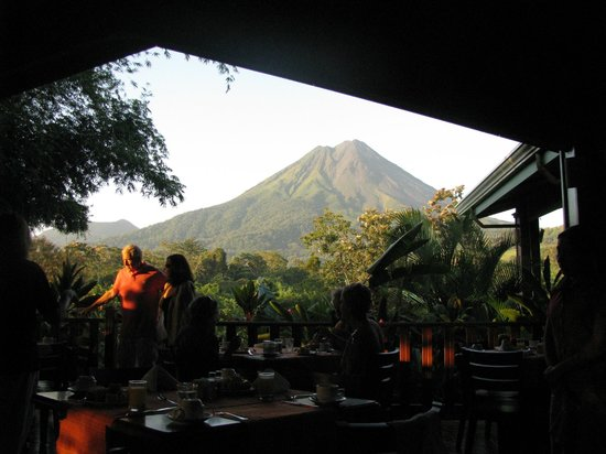 Arenal Manoa Hotel: Early morning from the dining room