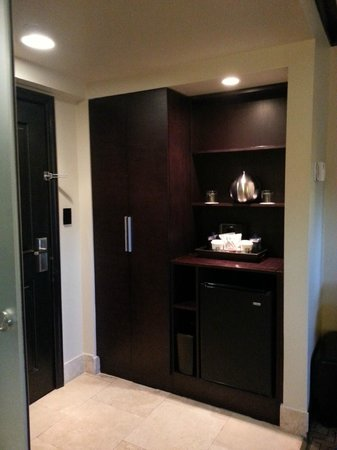 Hotel Duval, Autograph Collection: Closet & Bar