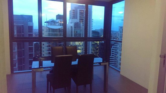 Oaks Charlotte Towers : Dining area with fantastic view of Brisbane