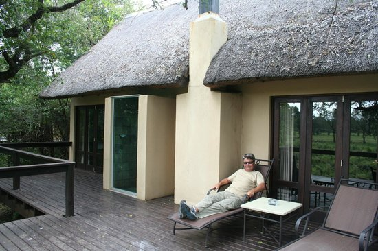 Elephant Plains Game Lodge : Deck in front of suite
