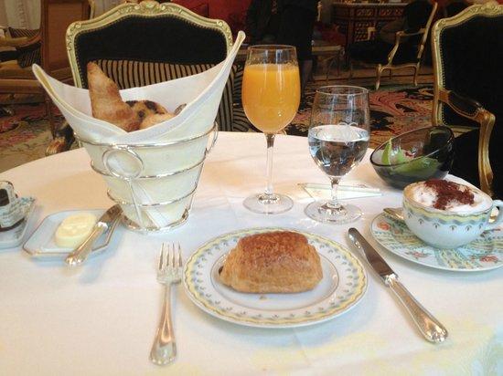 Four Seasons Hotel George V Paris : French Breakfast