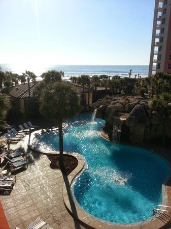 Hampton Inn Jacksonville Beach/Oceanfront: View of the pool from the room