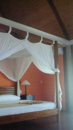 L'Acqua Viva Resort And Spa : Bed on room