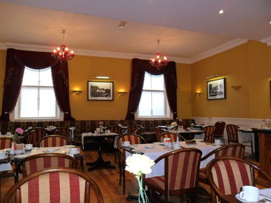 The Central Hotel: Dining Room for Breakfast