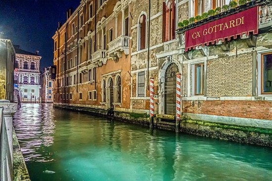 Ca' Gottardi: The Canal Front Door for Water Taxis