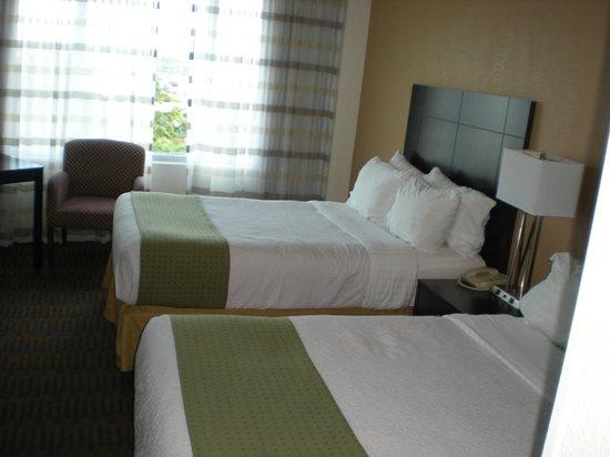 Holiday Inn Port of Miami Downtown: Habitación con dos camas dobles