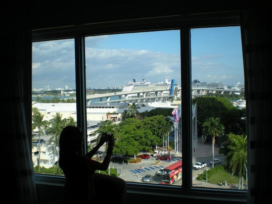 Holiday Inn Port of Miami Downtown: Our room with a nice view