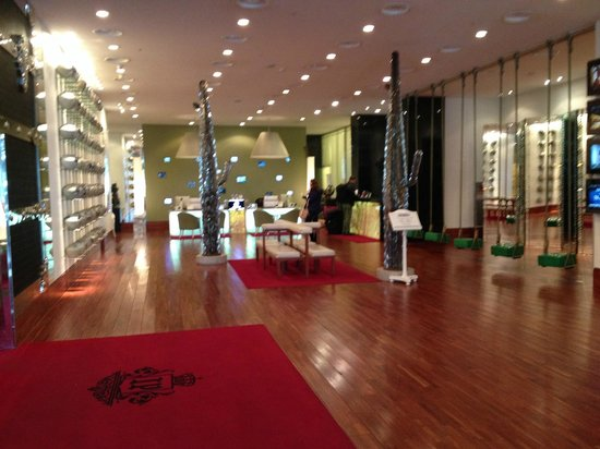 Imperial Palace Boutique Hotel : lobby and reception is clean and interesting
