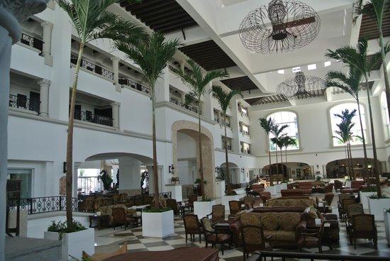 Hyatt Zilara Cancun: Lobby Area