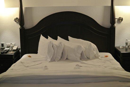 Hyatt Zilara Cancun: Pillow Selection