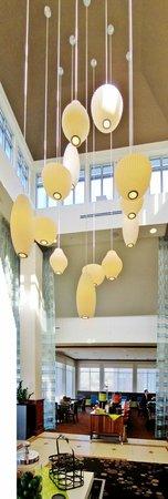 Hilton Garden Inn Schaumburg: modern lobby