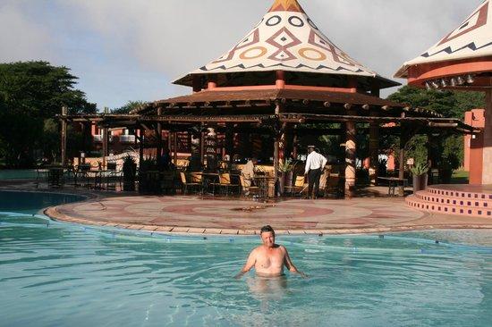 AVANI Victoria Falls Resort: Poolside bar
