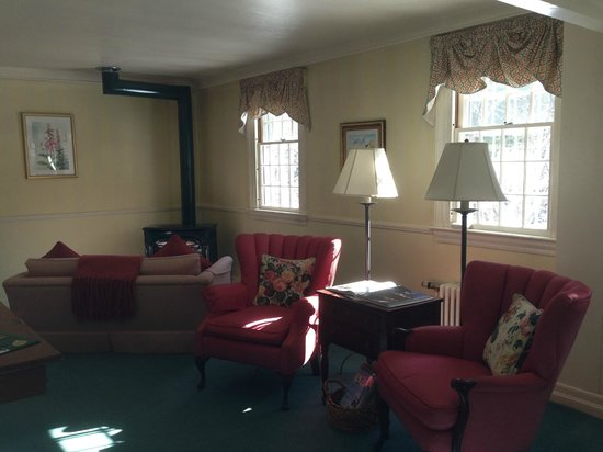 Adair Country Inn & Restaurant: Room with Gas Stove