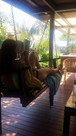 Barbara's Guesthouse : Relaxing and eating in the yard