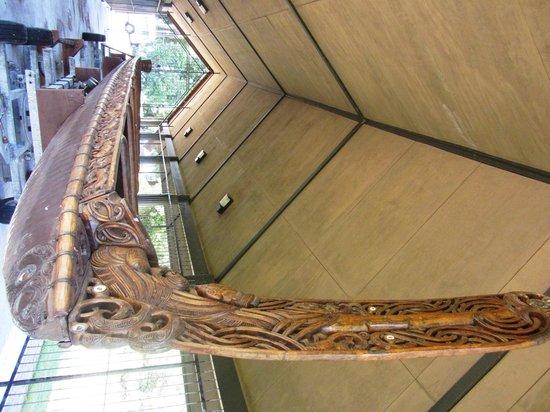 Lake Rotorua : Maori War Canoe