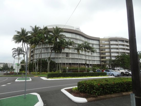 DoubleTree by Hilton Hotel Cairns : The exterior of The Holiday Inn