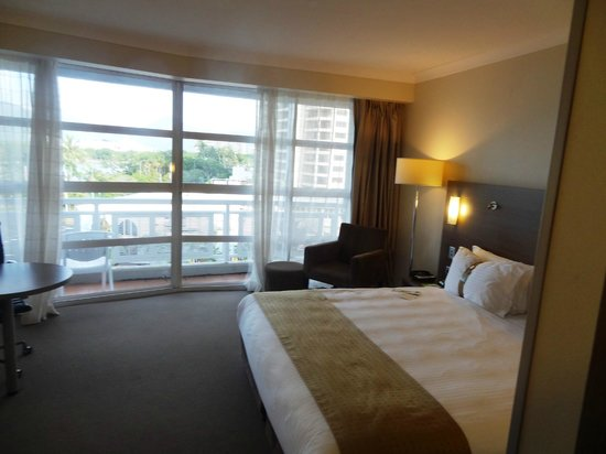 DoubleTree by Hilton Hotel Cairns: King Room with Ocean View 1
