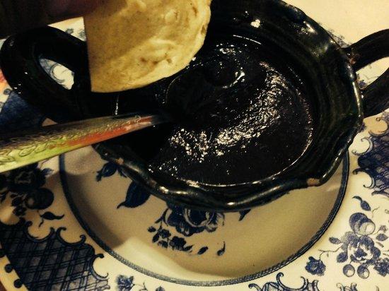 tlayudas arely huatulco: El original mole negro.