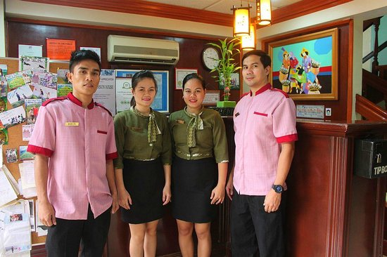 Tagbilaran City, Filipinler: Friendly staff at Vest Pension House