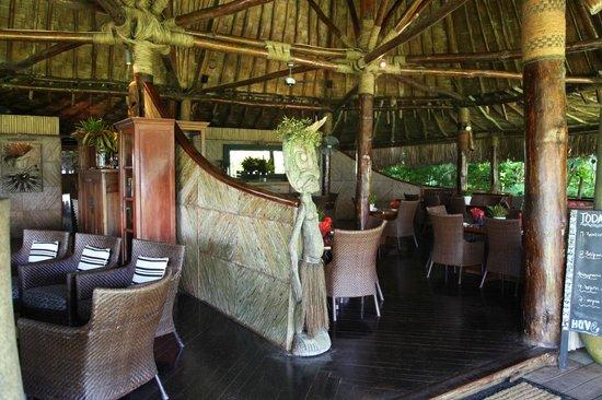 Qamea Resort And Spa Fiji: bar/dining Bungalow