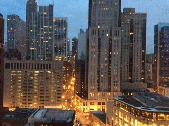 Thompson Chicago, a Thompson Hotel: view heading downtown at dusk