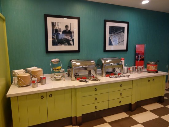 Hampton Inn & Suites San Juan : Breakfast