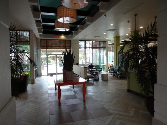 Hampton Inn & Suites San Juan: Lobby