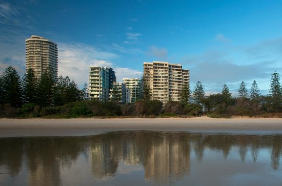 Southern Cross Apartments: View To Southern Cross From Beach