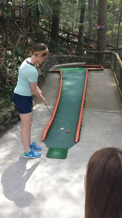 Hillbilly Golf : Shelby looking for the hole in 1!