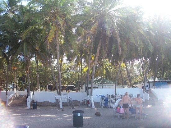 Isla Caribe Beach Hotel : zona de snack en playa el agua