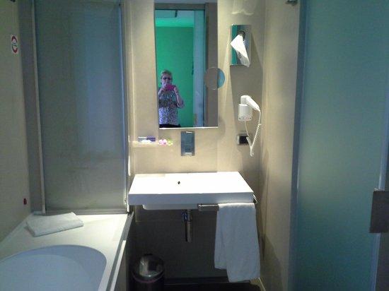 BEST WESTERN Premier Hotel Royal Santina: convenient bathroom