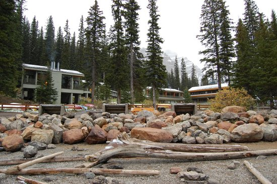 Moraine Lake Lodge: the cabins