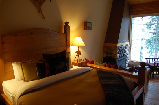Moraine Lake Lodge: cozy rooms
