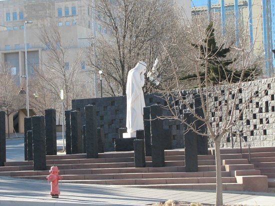Oklahoma City National Memorial & Museum : And Jesus Wept - Statue across the street from the Memorial