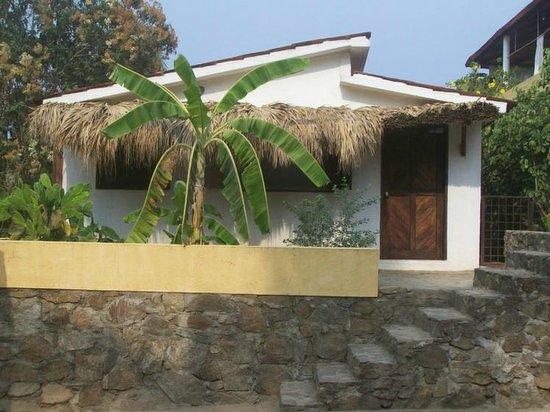 Posada Mazuntinas: Cabana entrance