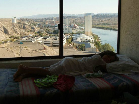 Harrah's Laughlin: Taking a nap in our suite window