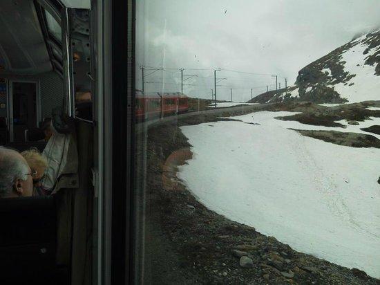 Bernina Express: Foto tirada de dentro do panorâmico.