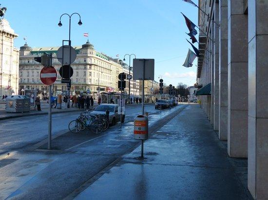 Ringstrasse : Frente al Teatro de la Ópera