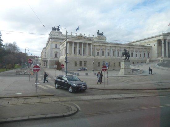 Ringstrasse : Vista parcial del Parlamento
