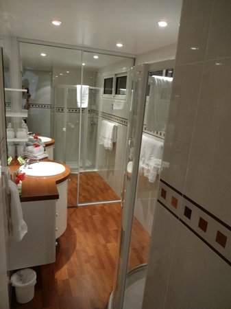 Le P'tit Morne Hotel : Bath