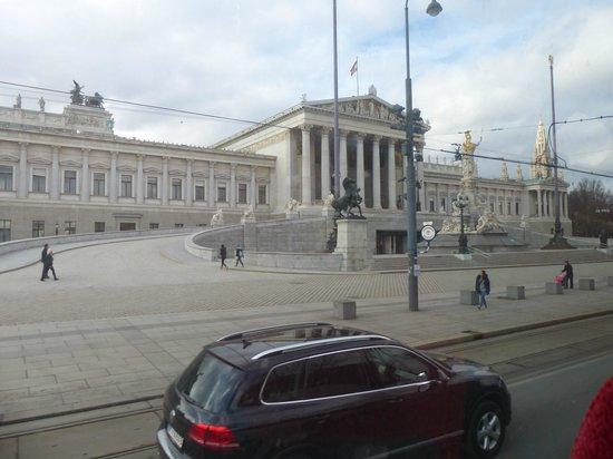 Ringstrasse: Otra vista del Parlamento