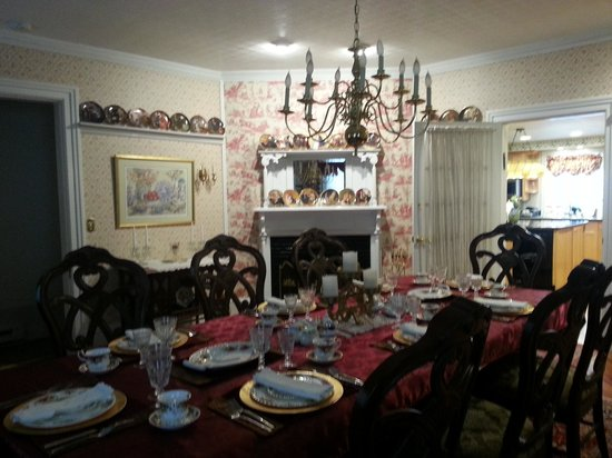 1862 Seasons On Main B&B: Dining room
