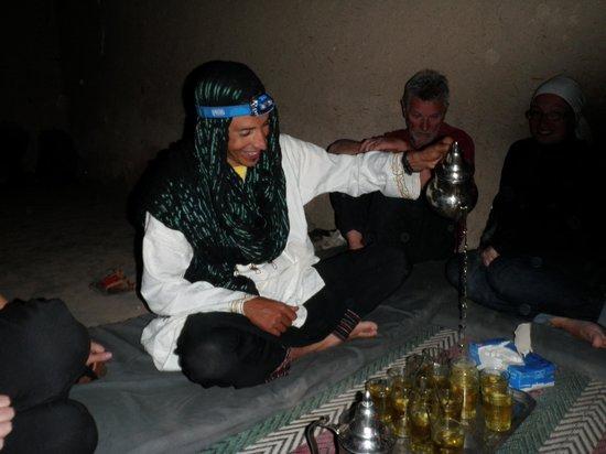 Trek Maroc Voyage: Notre guide et du bon thé...